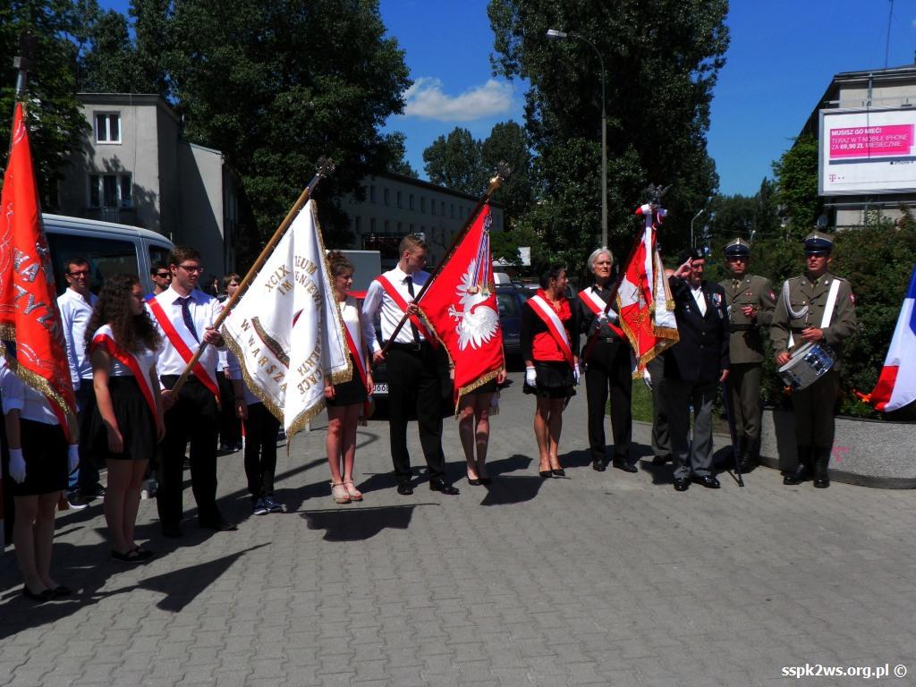 Legarde 2013 Poczty sztandarowe oddają hołd - 1-szy z prawej  poczet Stowarzyszenia