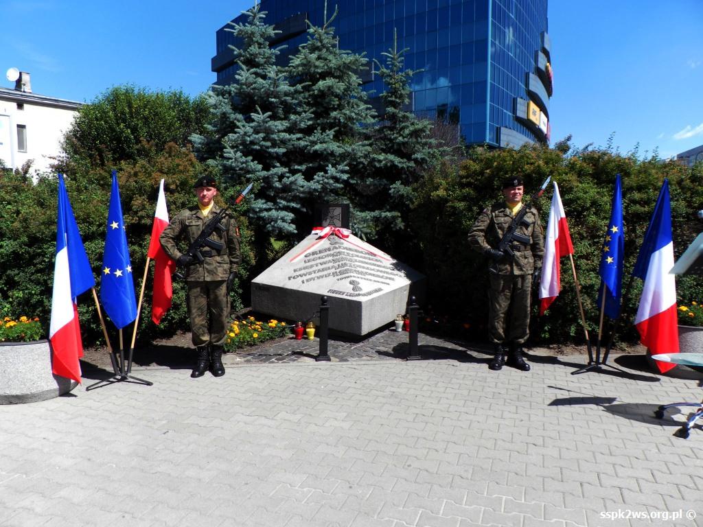 Legarde 2013 Warta honorowa WP przy pomniku Grenadierów