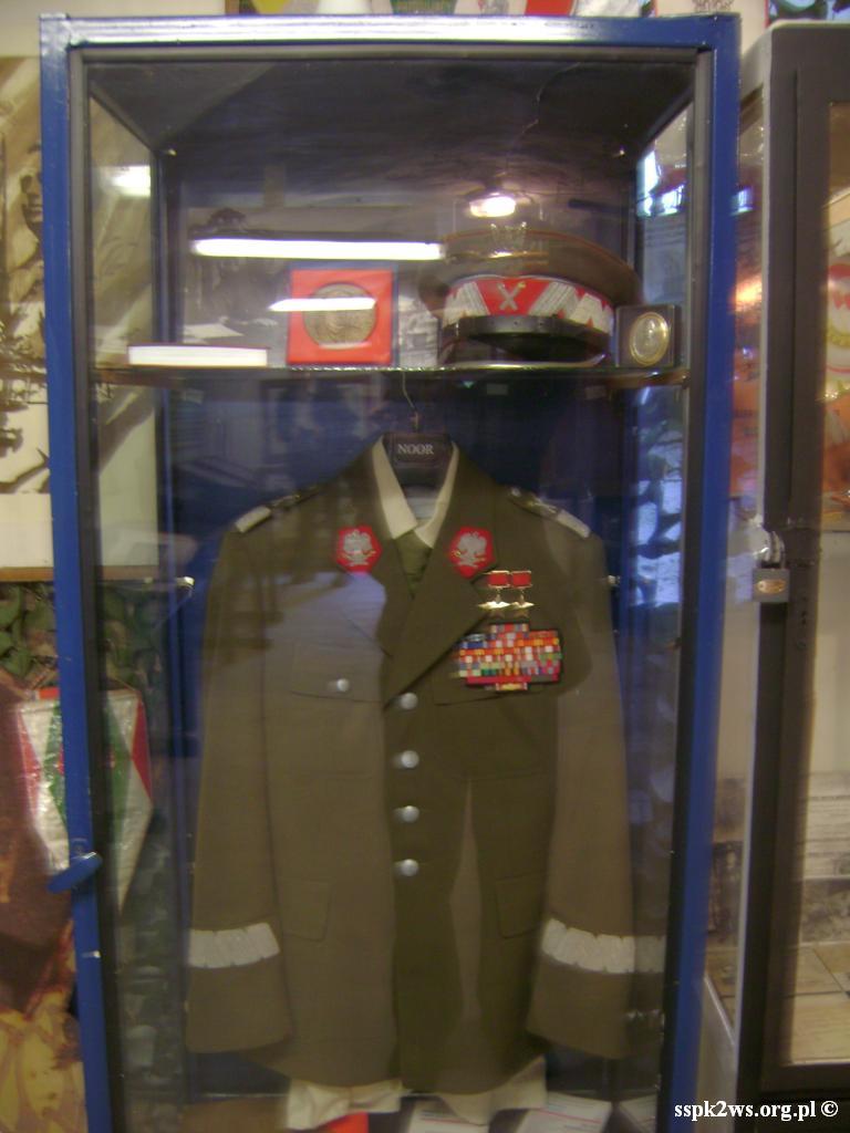 Legnica-Uniejowice-2013-3.Mundur i czapka Marszałka Rokossowskiego w Muzeum LWP i Armii Czerwonej