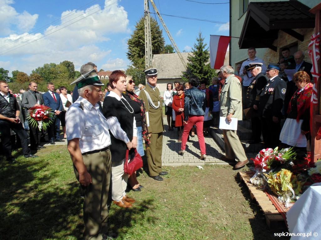 biala-blotna-2013-9.Składanie kwiatów przez delegację Stowarzyszenia