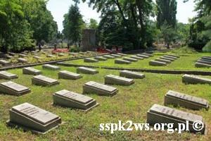Wizyta-wnuka_Rokossowskiego-2013-13.Mogiły żołnierzy Armii Czerwonej na Cmentarzu Bródnowskim