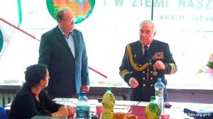 Wizyta-wnuka_Rokossowskiego-2013-2.Komandor H.Kalinowski odznacza wnuka Marszałka