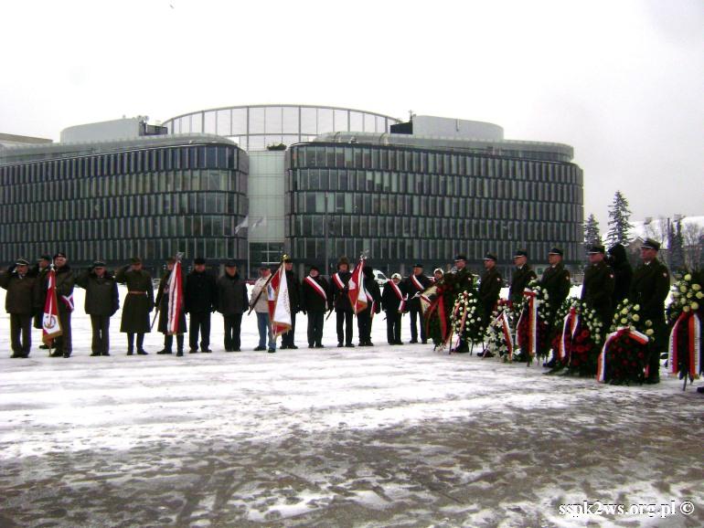 69-rocznica-wyzwolenia-warszawy-Poczet sztandarowy Stowarzyszenia Spadkobierców          ( drugi z prawej) na uroczystośći przed Grobem Nieznanego Żołnierza