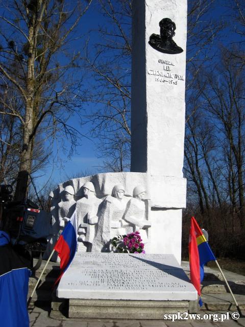 Pieniezno-2014-1.Pomnik Gen. Iwana Daniłowicza Czerniachowskiego w Pieniężnie